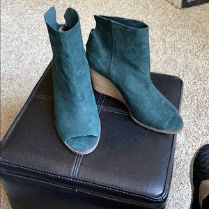 Lucky Brand Erby green peep toe wedge booties
